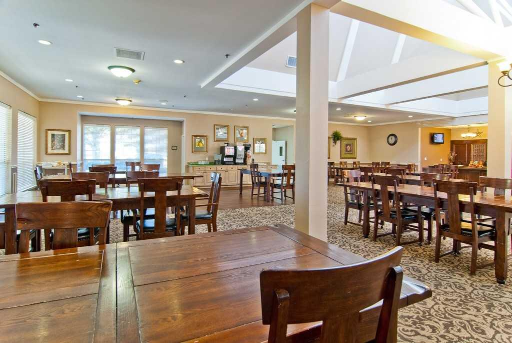 Photo of The Waterford on Cooper, Assisted Living, Arlington, TX 4