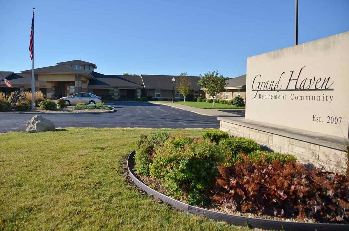 Photo of Grand Haven Retirement Community, Assisted Living, Memory Care, Eldridge, IA 6