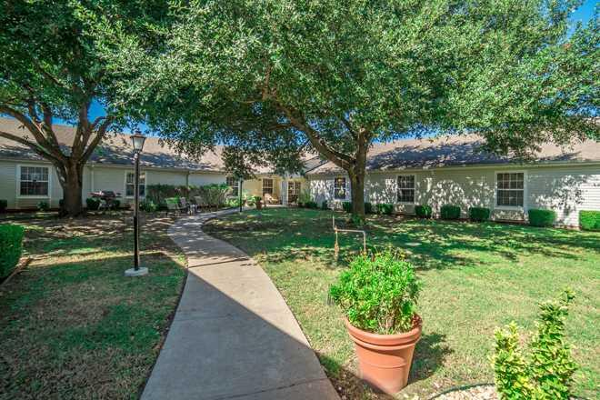 Photo of Brookdale Ennis, Assisted Living, Ennis, TX 9