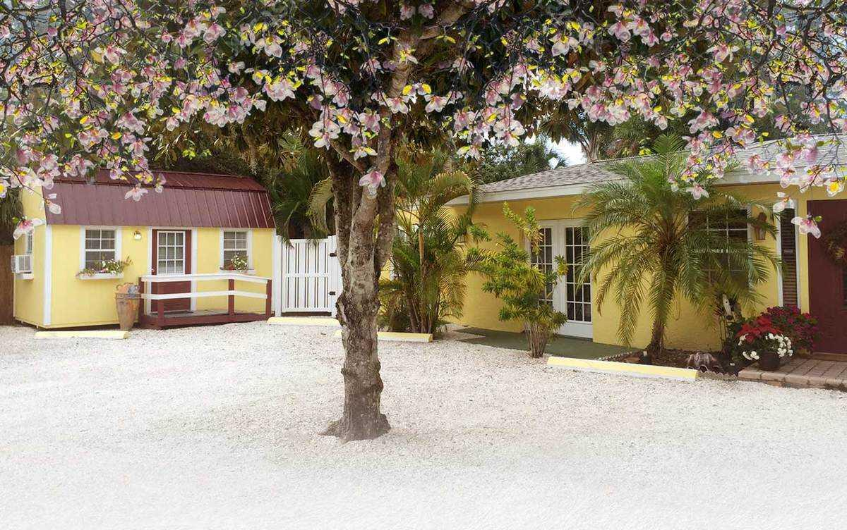 Photo of Magnolia Gardens, Assisted Living, Venice, FL 1