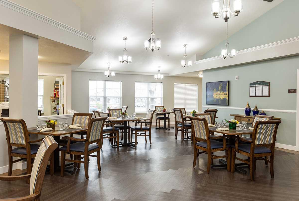 Photo of Suncrest Place, Assisted Living, Talent, OR 7